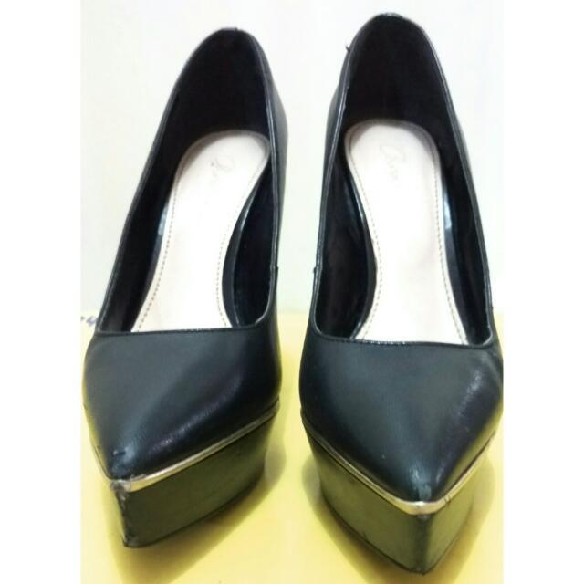 Sepatu Hitam High Heels