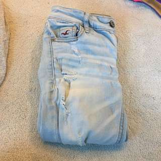 american eagle ripped lightwash jeans