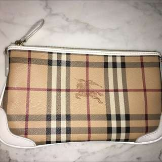 Burberry Haymarket Check Clutch In Payton White