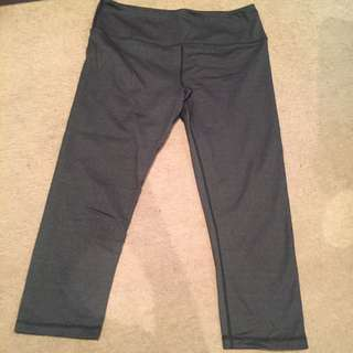Glyder (Like lululemon/Lorna Jane) 3/4 Gym Tights Size M