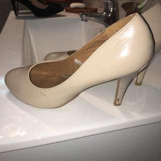 Glossy Cream Size 9 Heels