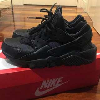 HOLD Nike Huarache 8.5 (40) Hardly Worn