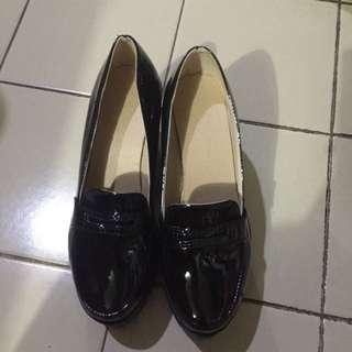 Black Thick Heels ~ Glossy Black
