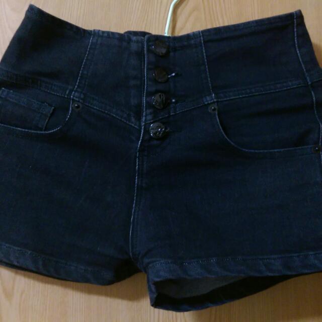 黑色高腰牛仔短褲