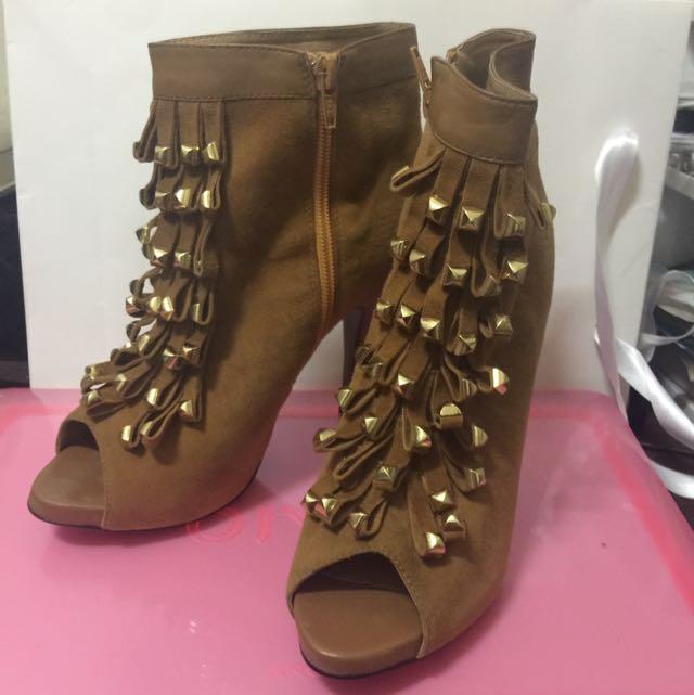 金屬流蘇高跟鞋