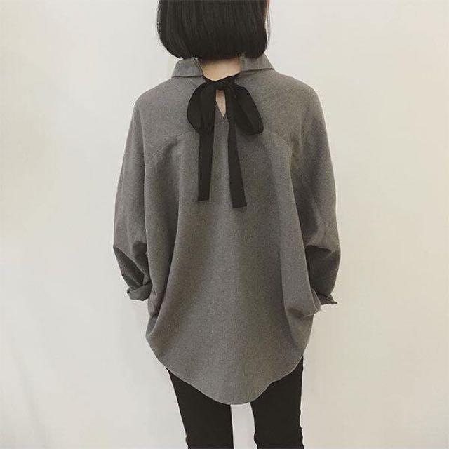 韓國最新款式 背後設計太美了 磨毛蝴蝶結襯衫 隨性搭個褲子就很好看囉