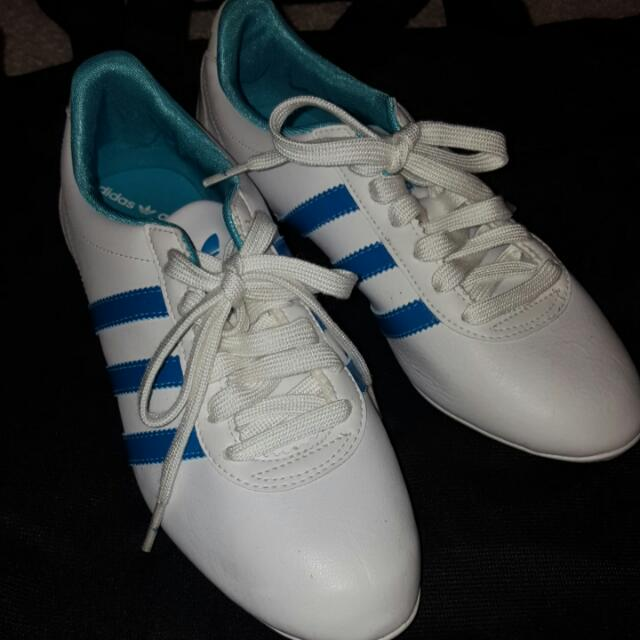 Adidas - Brand new Blue & white stripes sneakers!