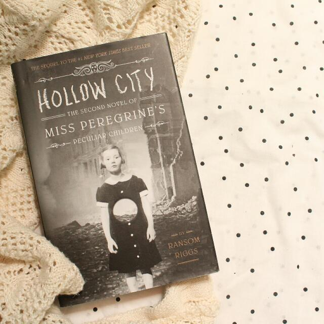 Hollow City (Miss Peregrine's Home For Peculiar Children #2)