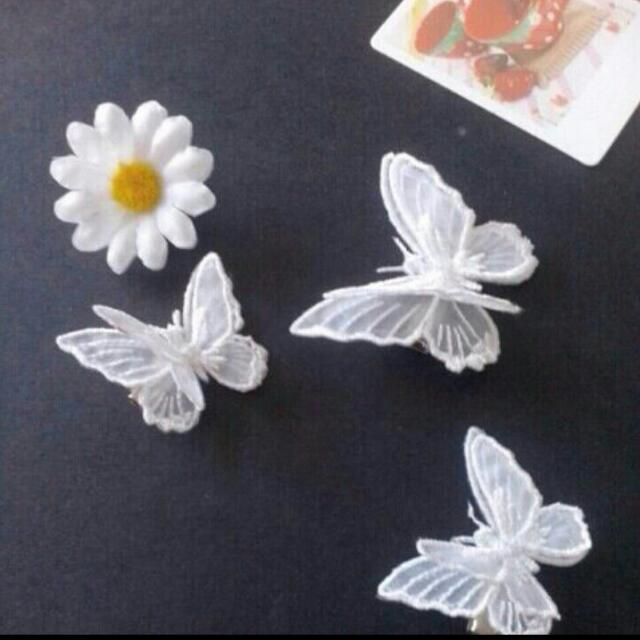 Looking For This Hair Clip In White Colour