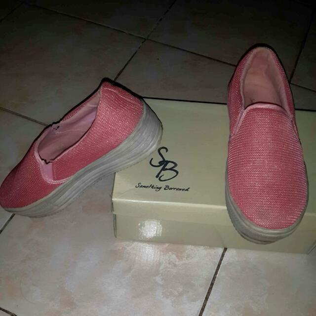 Sepatu something borrowed