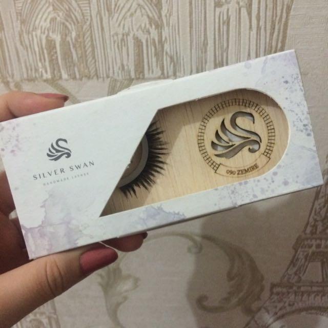 SILVER SWAN Eyelashes