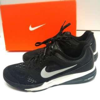 🚚 NIKE TRI FUSION RUN FLASH 807228-003 慢跑鞋 編織 黑白 全反光