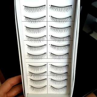 10 Pairs of Lashes Natural Style