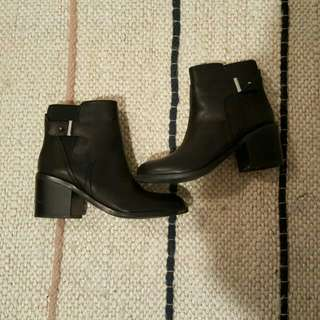 *REDUCED*Black Aldo Ankle Boots Size 6.5