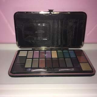 MAKEUP ESSENTIALS POCKETBOOK EYES PALETTE AND CLUTCH