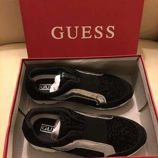 Guess 慢跑鞋