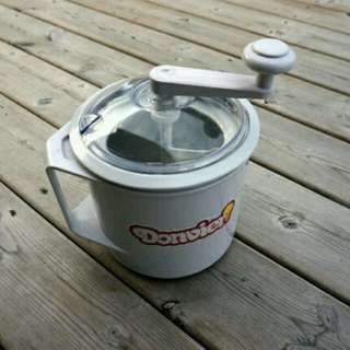Donvier Manual Ice Cream Maker 1-Quart White
