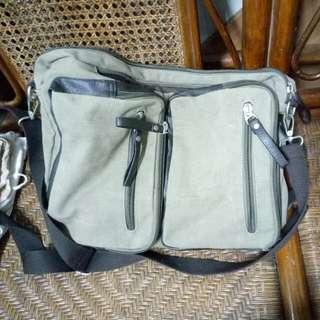 包包,背包 200帶走 可當公事包