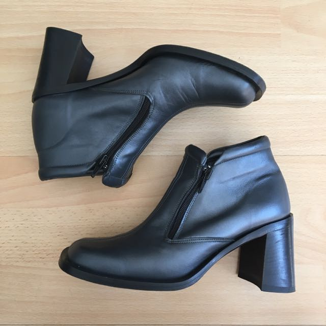 AQUILA Block Heel Leather Ankle Boots