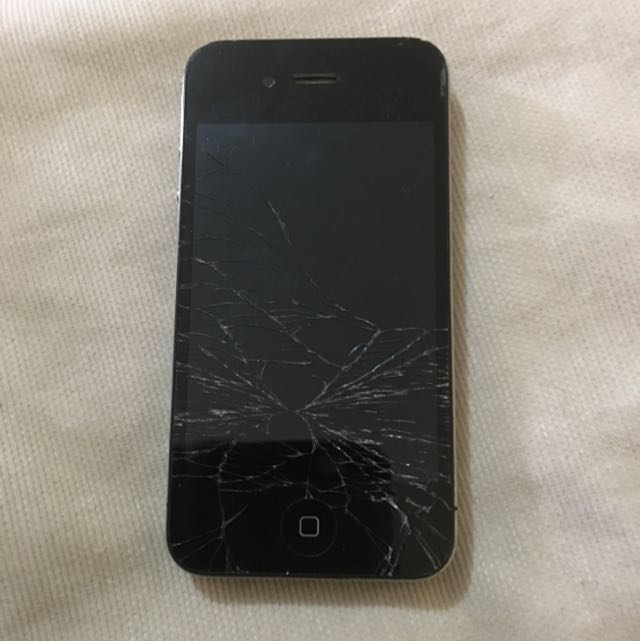 iPhone 4s Cracked Screen (still Works)