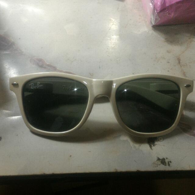 Kacamata Item/sunglasses