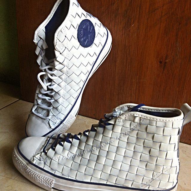 Sepatu High Converse Chuck Taylor