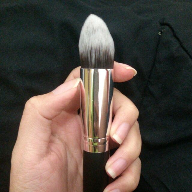 Tapered Contouring Face Brush