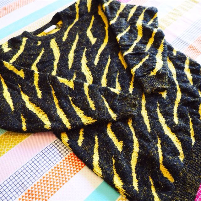 *REDUCED* Vintage/Retro/80's/Bohemian Black & Yellow Leopard Shimmer Jumper