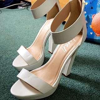 Verali White Heels Size 8