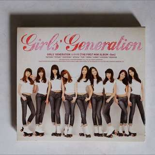 Girl's Generation 소녀시대 SNSD - First Mini Album: Gee