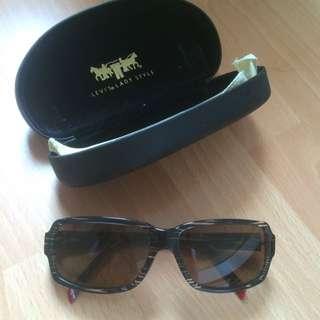 levis lady sunglasses