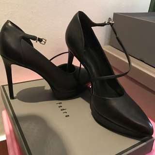 Pedro Black Pointed Heels In Size 37