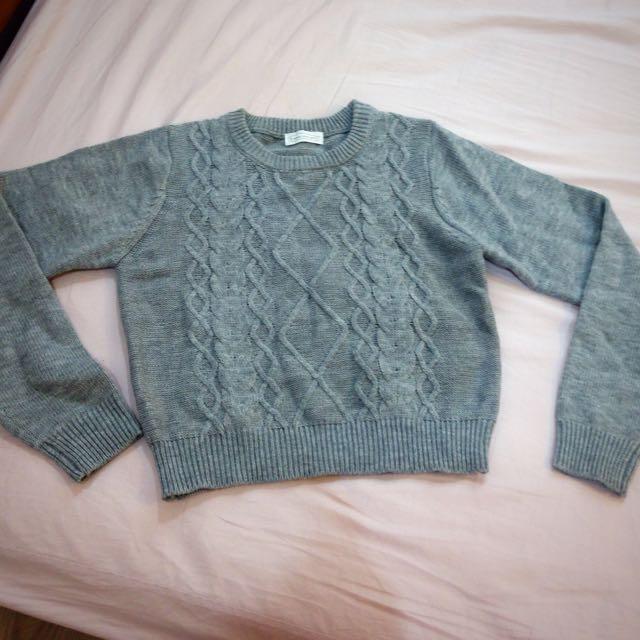 9成新 E hypen world短版 毛衣 含運費400出售