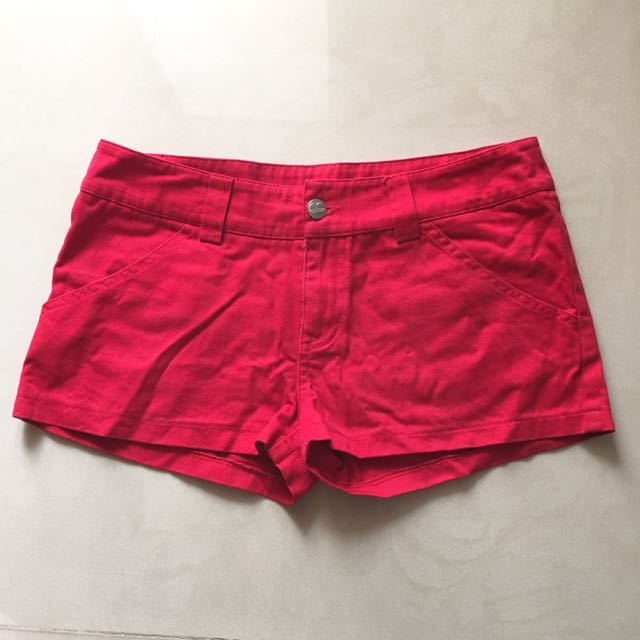 紅色低腰小短褲