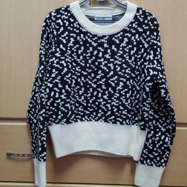 黑白配色短版毛衣