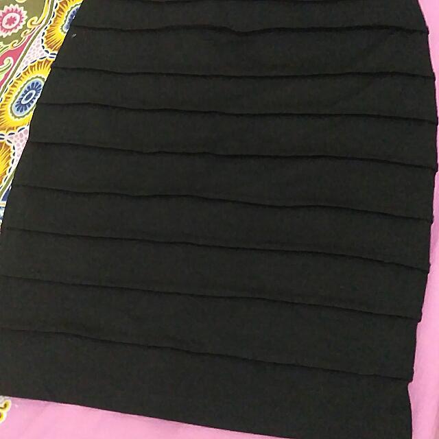 Black Skirt Pendek