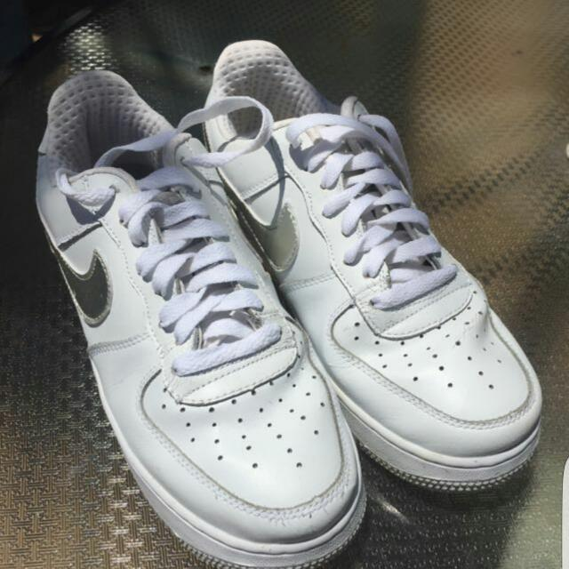 Nike Air Force - Size 7