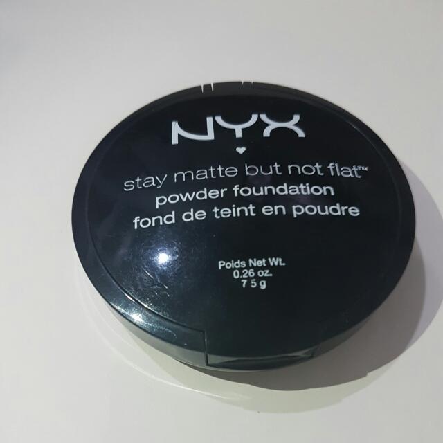 NYX POWDER FOUNDATION Stay Matte But Not Flat