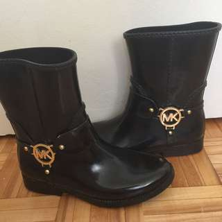 MICHAEL KORS ANKLE BOOTS SIZE 6. (RESERVED)