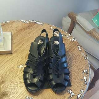 Zu Sandals
