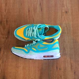 Nike Air Sneakers Size US8