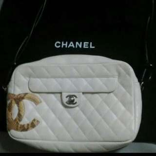 (Fast Deal $500) Authentic Chanel White Lingne Python Bowler Tote
