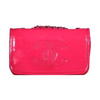 [CHANEL] Authentic Shocking Pink Patent Chain Flap Bag