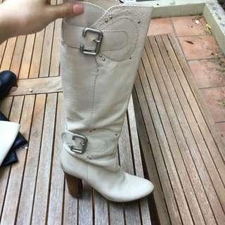 Robert Robert Heeled Boots