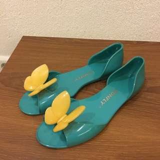 TOSCA BUTTERFLY FLATS