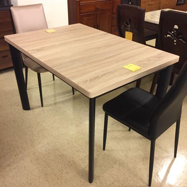 鋼刷耐磨餐桌