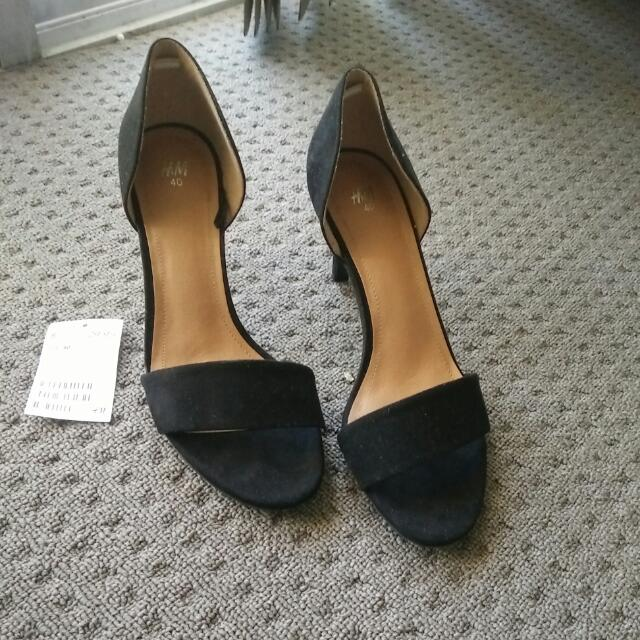 👠 Brand New H&M Black Suede Heels