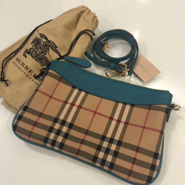 Brand new Authentic Burberry Horseferry Check Peyton