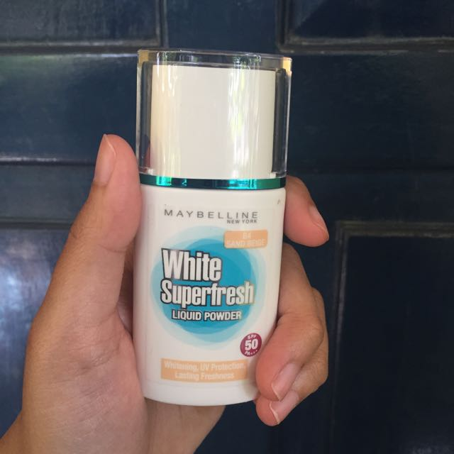 Maybellin White Superfresh Liquid Powder (shade Sand Beige)