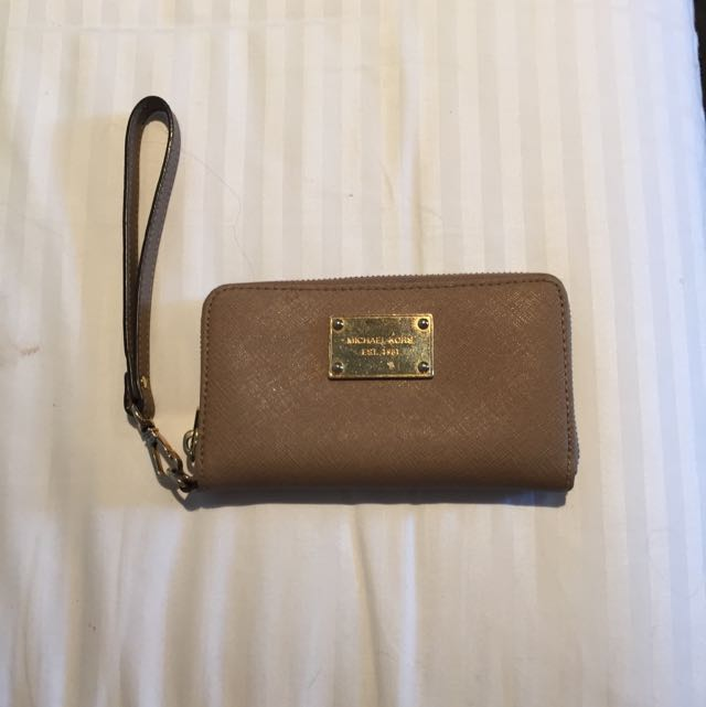 Michael Kors iPhone 5 Wristlet